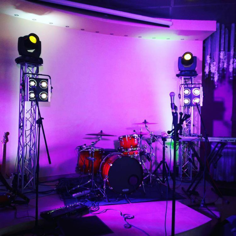 8.20ft Bands Totem Truss with Moving Head